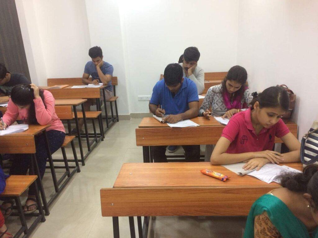 famous CAT/CET classes in Delhi